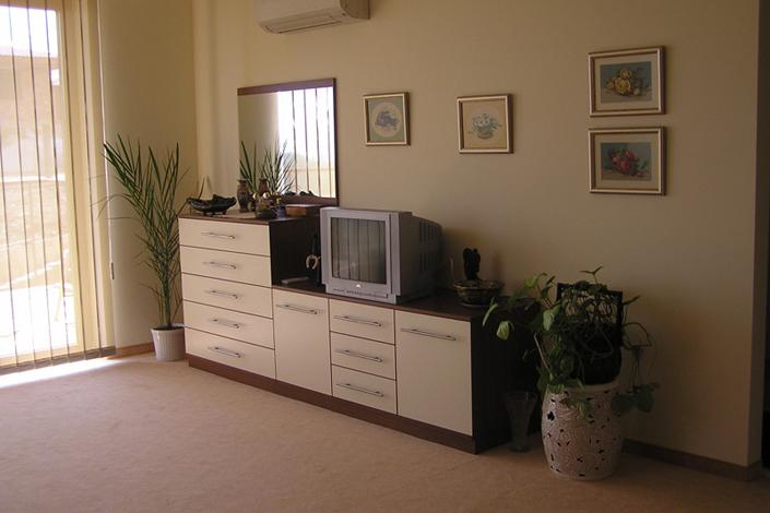 Шкаф за спалня с ПДЧ- плоскости в цвят екрю