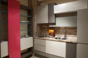 Мебели за кухня по поръчка в сиво и розово
