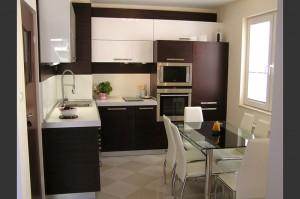 Мебели за кухня с трапезария
