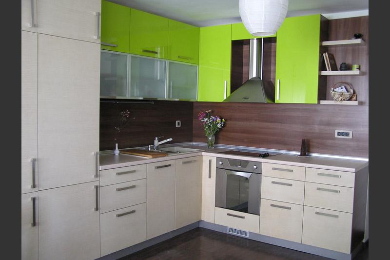 Кухня по поръчка в зелено