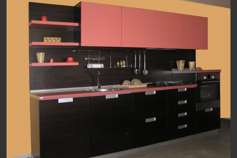Мебели за кухня в черно и розово