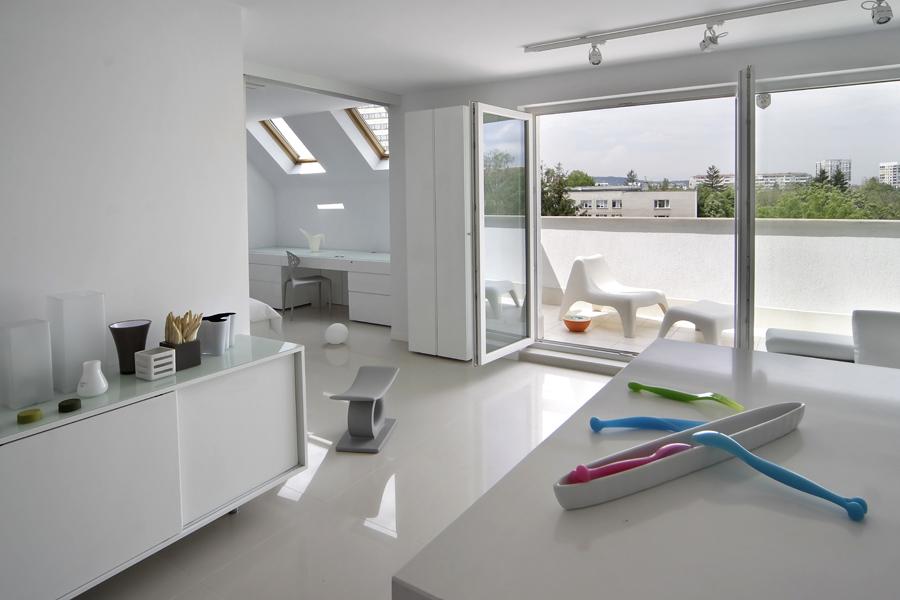 Мебели за интериор в бяло