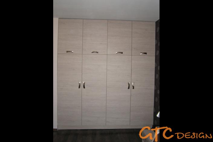 Мебели за спалня от избелено дърво