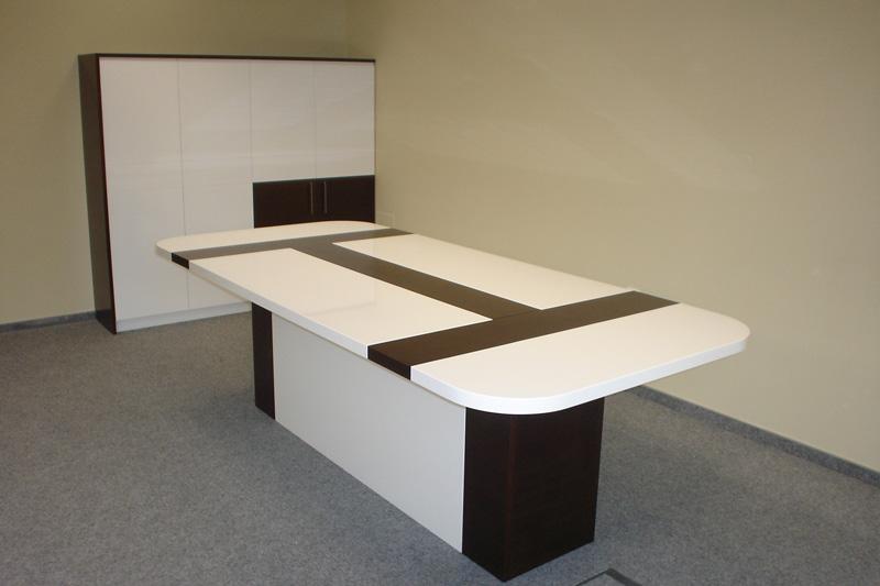 Заседателна маса по индивидуален проект