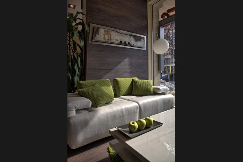 Двойка диван с тапицерия и крачета