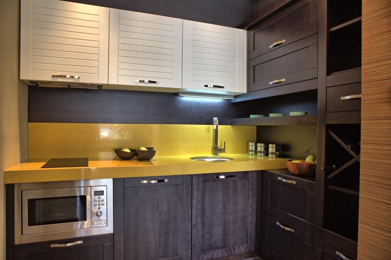 Мебели за кухня с плот от технически камък