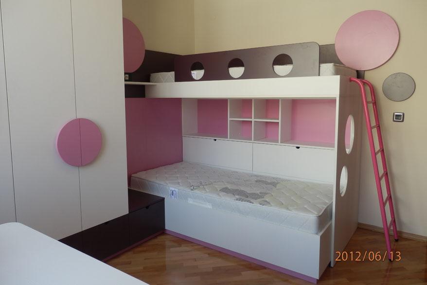 Мебели за детска стая с две легла и гардероб