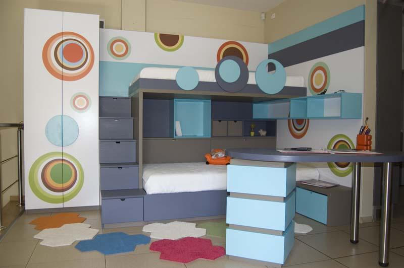 Комплект мебели за детска стая с две легла, бюро и гардероб