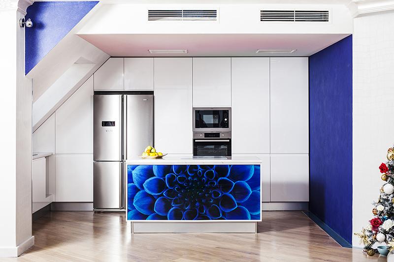 Мебели за кухня със скосен таван