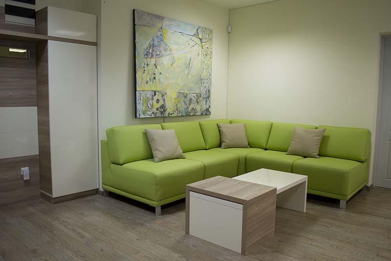 мебели за приемна на офис