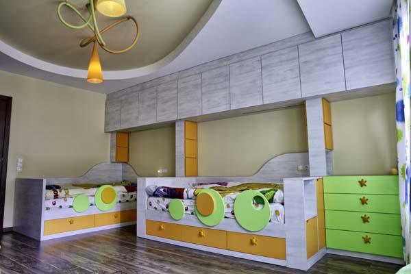 детска стая с две легла